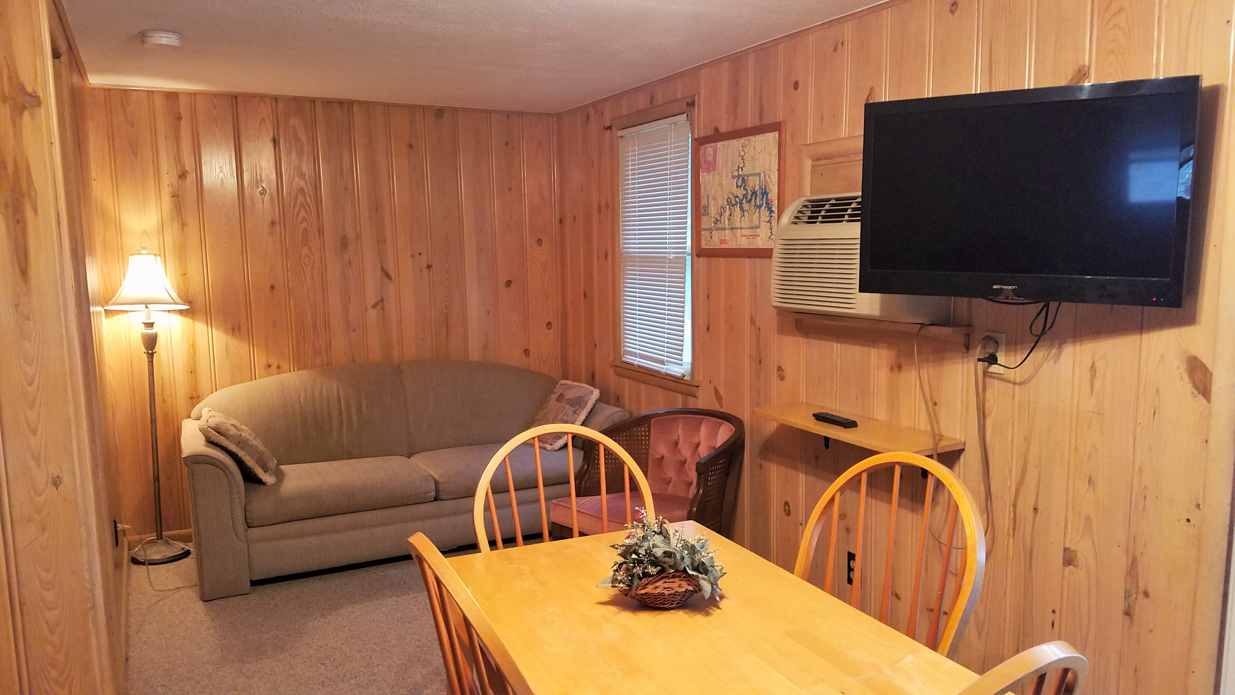 Lakefront Cottages #4 – 1 Bed / 1Bath – King's Cove Resort